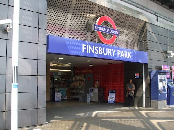 Finsbury_Park_tube_stn_entrance_Station_Place
